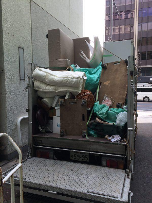 東京都新宿の不用品は、2トントラック一杯です。