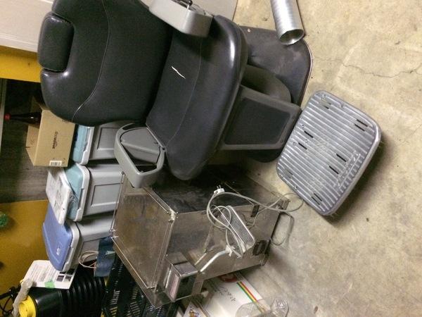神奈川県伊勢原市から、美容院の椅子引き取りました。重さ100キロでした。のサムネイル