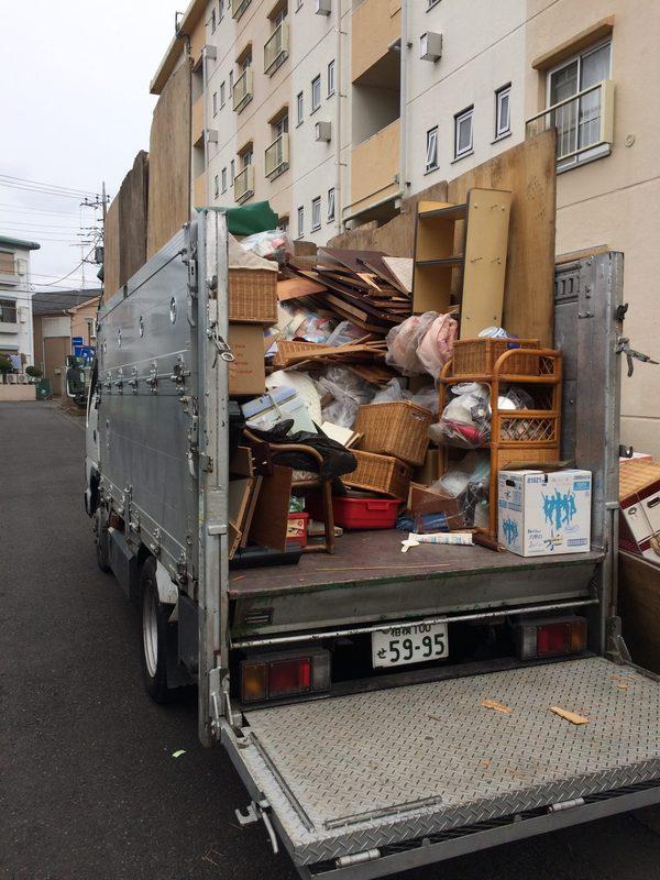 本日は、相模原市南区にて、2トンいっぱいの遺品整理ですのサムネイル
