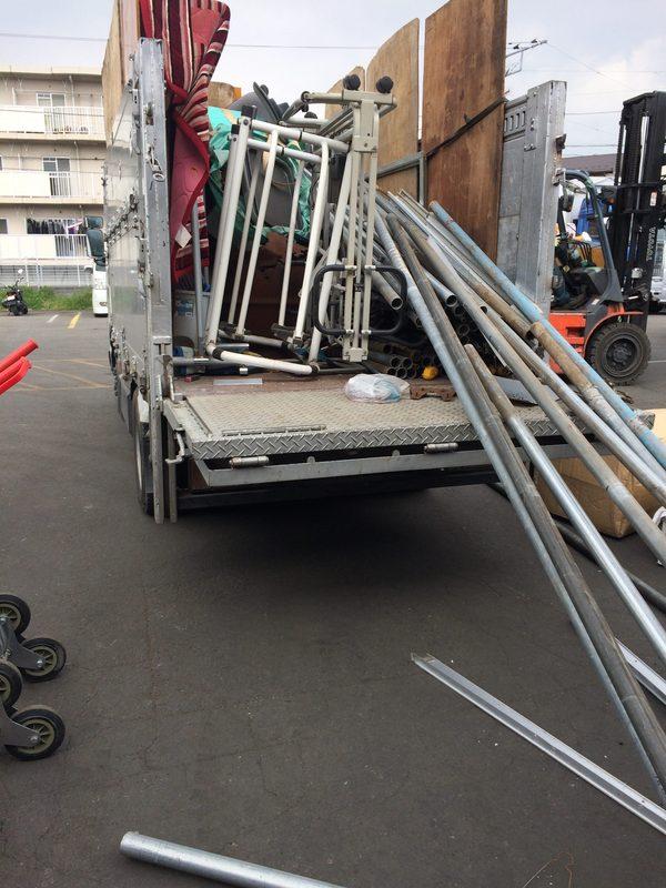 神奈川県愛甲郡にて、単管パイプ撤去してました。のサムネイル