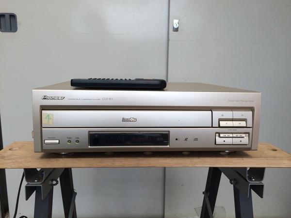 動作確認済みのレーザーディスクプレイヤー買取ました。のサムネイル