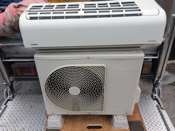 本日の買取品は,東芝ルームエアコン,RAS-221JRです。のサムネイル