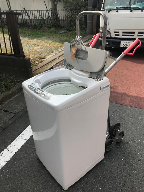 神奈川県愛甲郡愛川町にて、洗濯機の運搬作業してました。のサムネイル