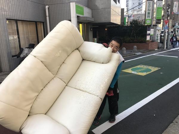 東京都文京区千駄木にて、ソファーの不用品回収してきました。のサムネイル