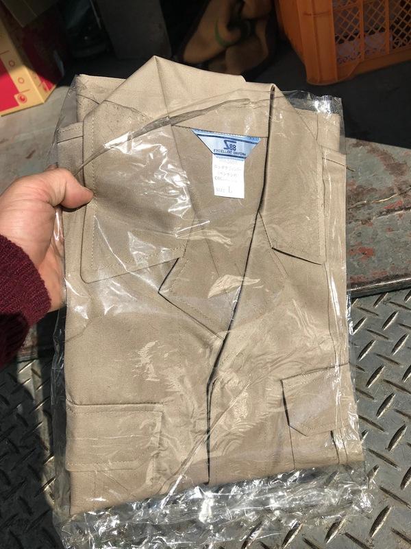神奈川県厚木市毛利台にて、新品作業服を買取ました。のサムネイル
