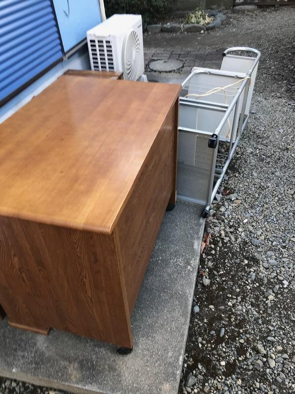 神奈川県海老名市下今泉にて、机などの不用品回収してきましたのサムネイル