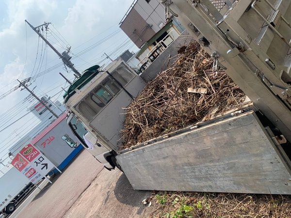厚木市妻田西にて草刈り後の片付け案件してきました。のサムネイル