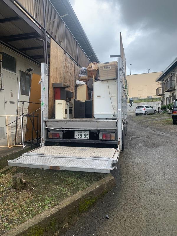 神奈川県秦野市平沢にて不用品回収2トントラック満載していましたのサムネイル